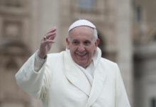 Štědrý papež František pomohl při povodních