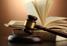 Verdikt Ústavního soudu dal invalidnímu důchodci naději ve vleklém sporu s exekutorem