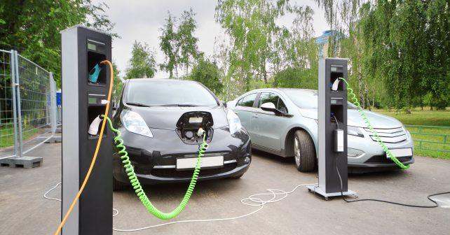 Dobití elektromobilu za půl hodiny. Evropský standard, který už funguje i v Česku.
