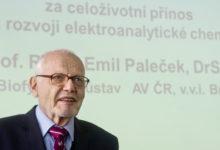 Česká hlava 2014 míří k biochemikovi Emilu Palečkovi. První na světě objasnil chování DNA při kontaktu s elektrodami