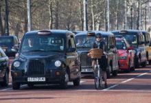 Londýn čeká razantní snižování emisí. Místním i turistům se bude dýchat lépe