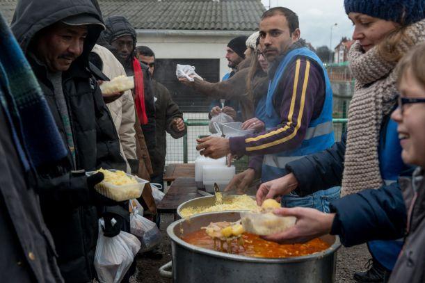 Michelinský kuchař vaří pro uprchlíky v Calais