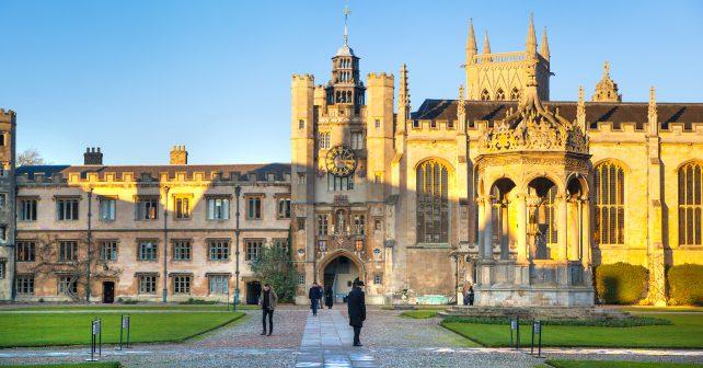 Počet studentů, kteří získali nejvyšší akademický titul na univerzitě v Cambridge výrazně vzrostl