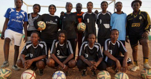 Fotbal není jen pro muže. Dívky v Súdánu boří stereotypy
