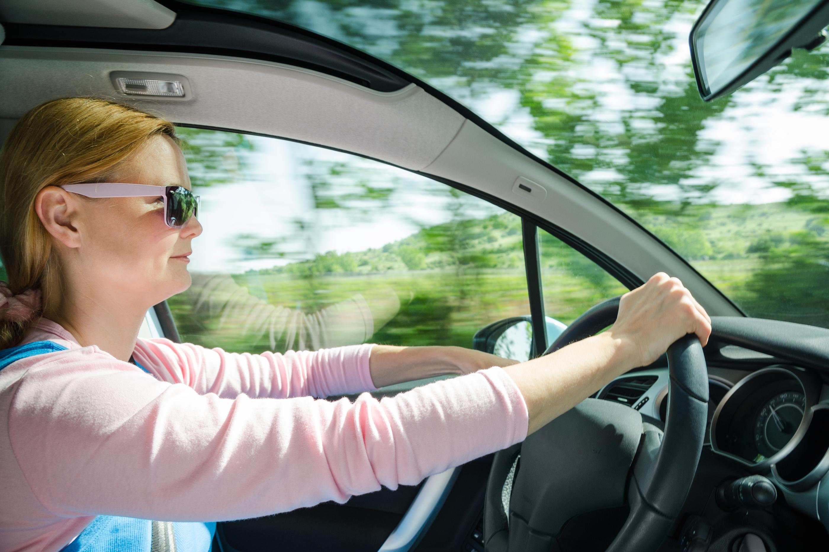 Studentský projekt pomáhá začínajícím brněnským řidičům se zvládnutím autoškoly