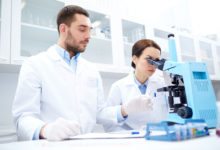 Vědci z Olomouce dostali patent na látky s protinádorovým účinkem