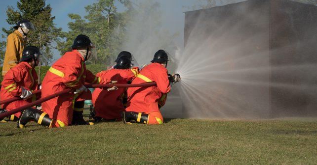 Vědci z Plzně vytvořili chytrý zásahový oblek a rukavice pro hasiče