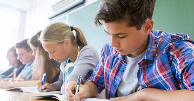 Klesá počet nezaměstnaných absolventů škol, lepší se hlavně situace vyučených