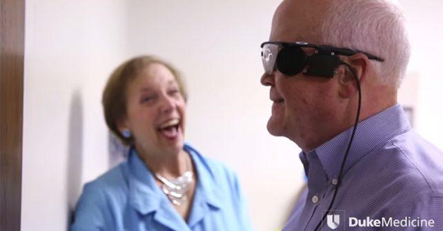 Po třiatřiceti letech vidí díky uměle vytvořenému oku
