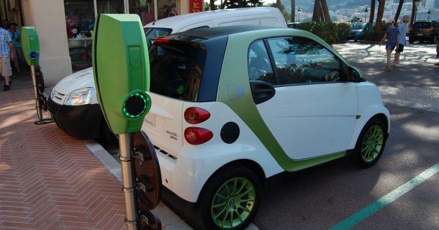Nabíjení elektromobilů přímo za jízdy nebude již brzy utopií