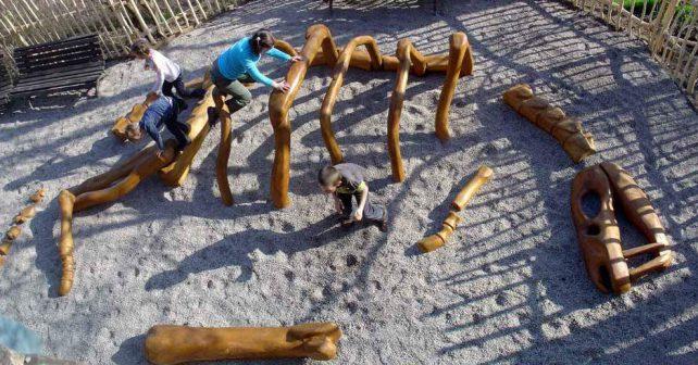 Uskupení Strašné dítě staví hriště podle návrhů dětí