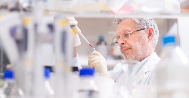Vědci z české laboratoře vysvětlili příčinu syndromu napadajícího kůži