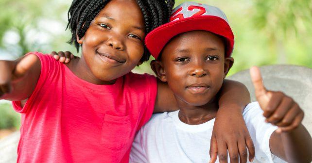 Žáky ve škole přivítalo 100 Afroameričanů. Chtějí změnit veřejné mínění