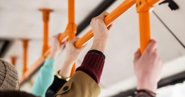 Praha snižuje počet černých pasažérů, přidala i hravou kampaň