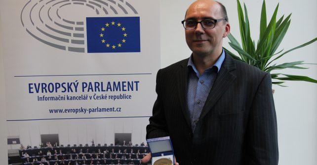 Cenu Evropského občana letos získali vědec Matek Hrubec a organizace Člověk v tísni