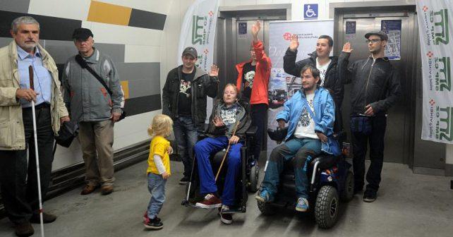 Stanice metra Anděl je díky výtahům nově bezbariérová