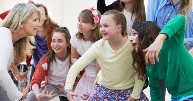 Divadelní program Smolařínek děti naučí předcházet úrazům