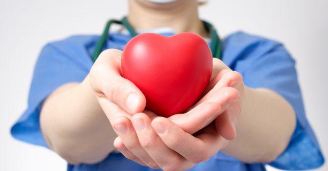 Lékaři v pražském IKEMu transplantovali srdce už tisícovce lidí