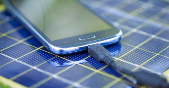 Nové solární panely bude možné vytisknout a nabít si s nimi mobil
