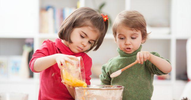 V rodinných buňkách děti žijí společně jako skutečná rodina
