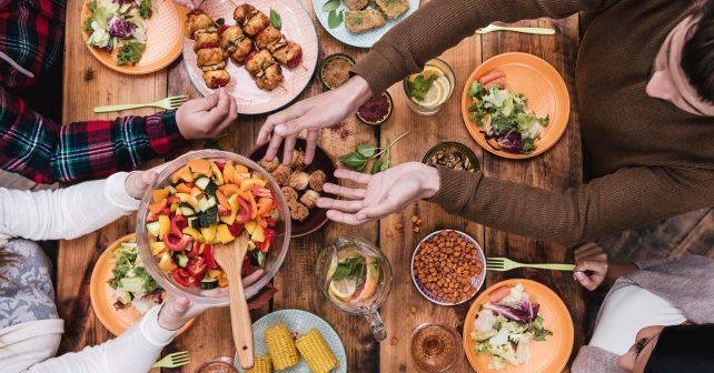 Pět set sousedů poobědvalo v Americe u jednoho stolu