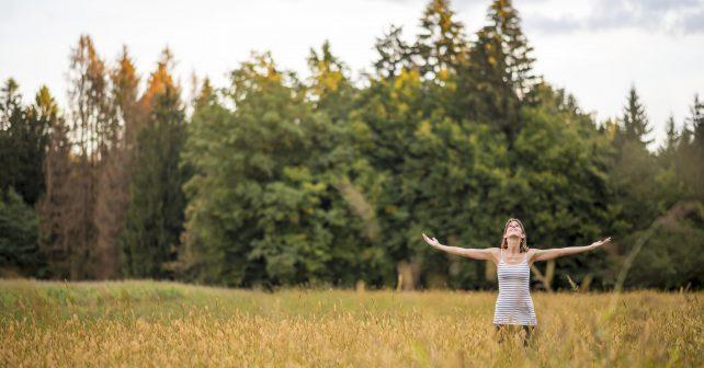 Zpomalení a pobyt v přírodě vytváří prostor pro laskavost