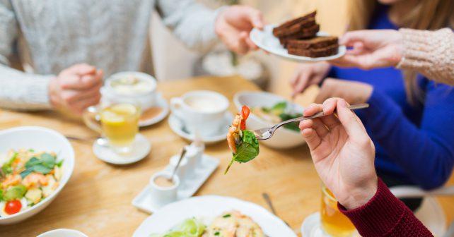 Ikea snižuje plýtvání jídlem ve svých provozech. Zbytky eviduje pomocí speciálních vah