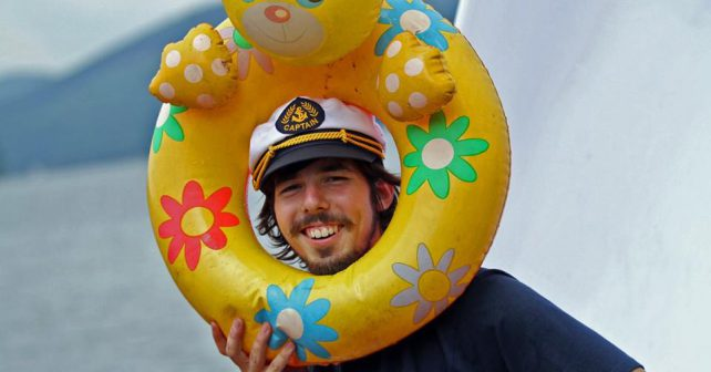 Nadšenci chtějí doplout do Alžírska na lodi z PET lahví