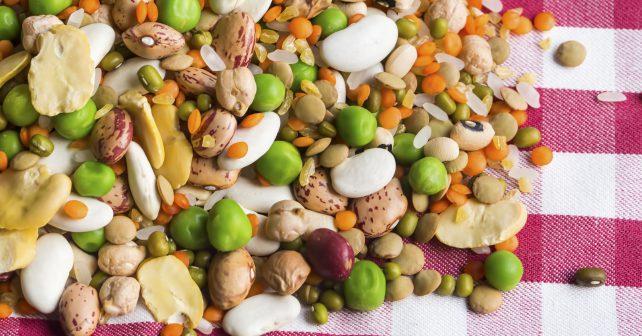Češi se stravují pestřeji než dříve a jedí víc luštěnin