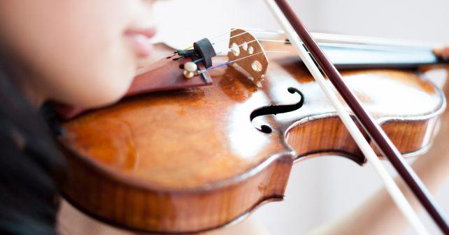 Ovládnout hru na housle během dvou let? Dívka to dokázala