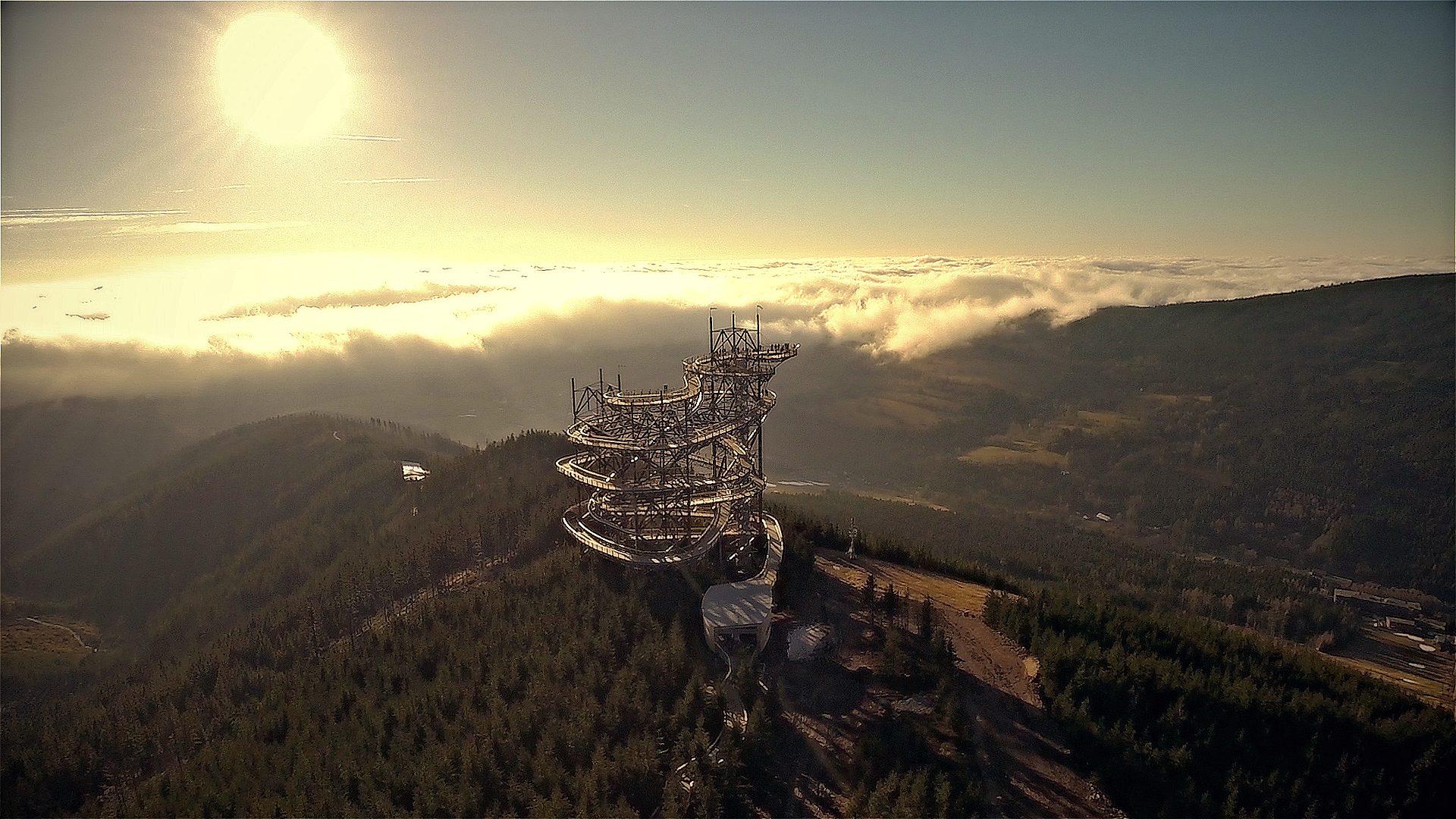 Procházku mlhou i oblaky nabízí nová stezka na Moravě