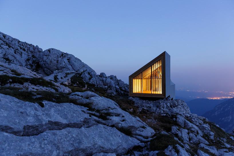 Ve slovinských alpách funguje pro horolezce chata v oblacích