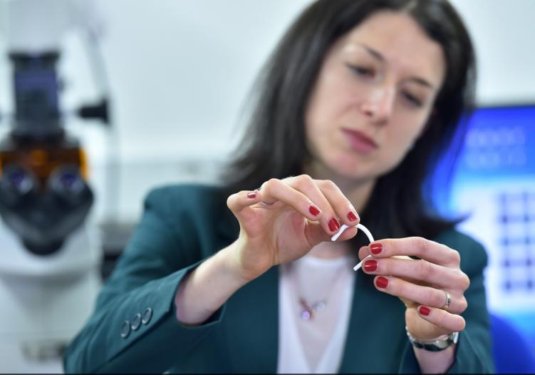 Vědci z univerzity v Liberci vyvinuli nový nanomateriál pro umělé cévy