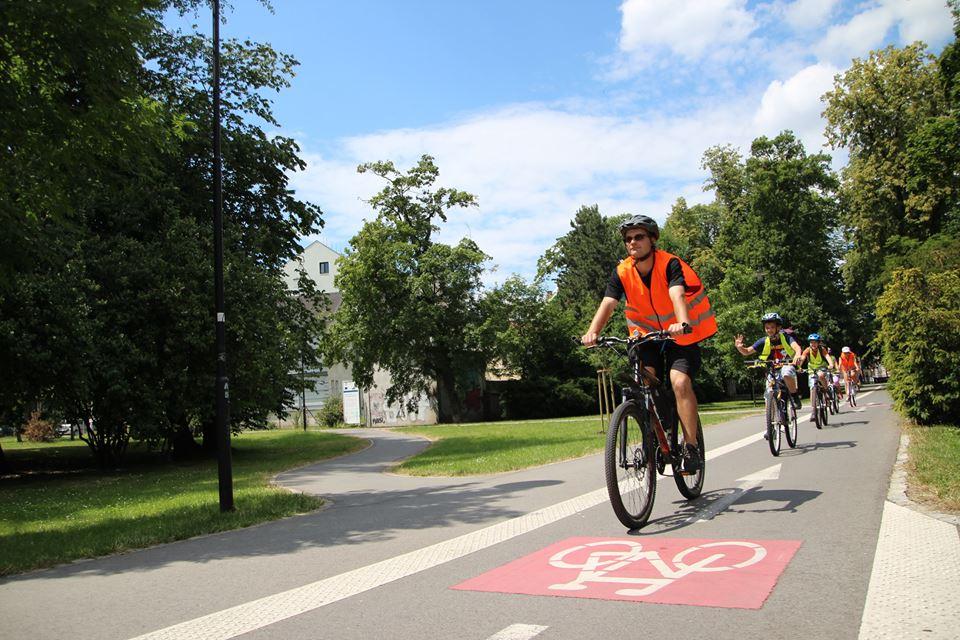 Olomoucké děti doprovodí při cestě do školy na kole dobrovolníci