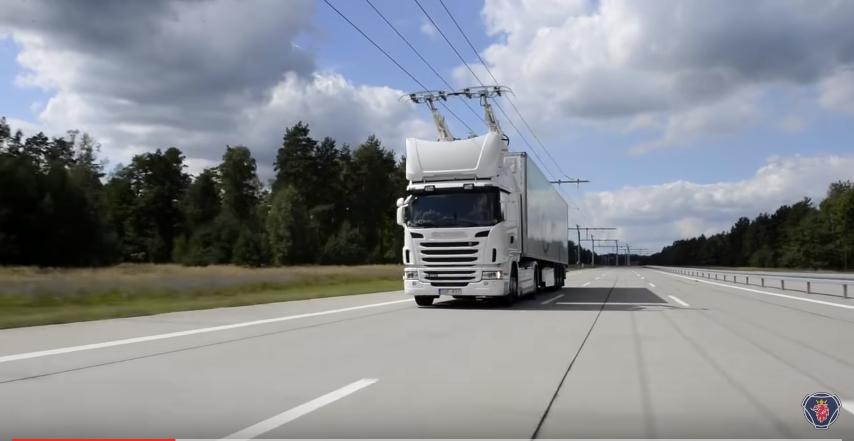 Ve Švédsku vyrostl úsek první elektrifikované dálnice na světě