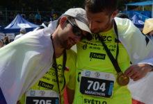 Český nevidomý běžec zdolal maraton na Velké čínské zdi