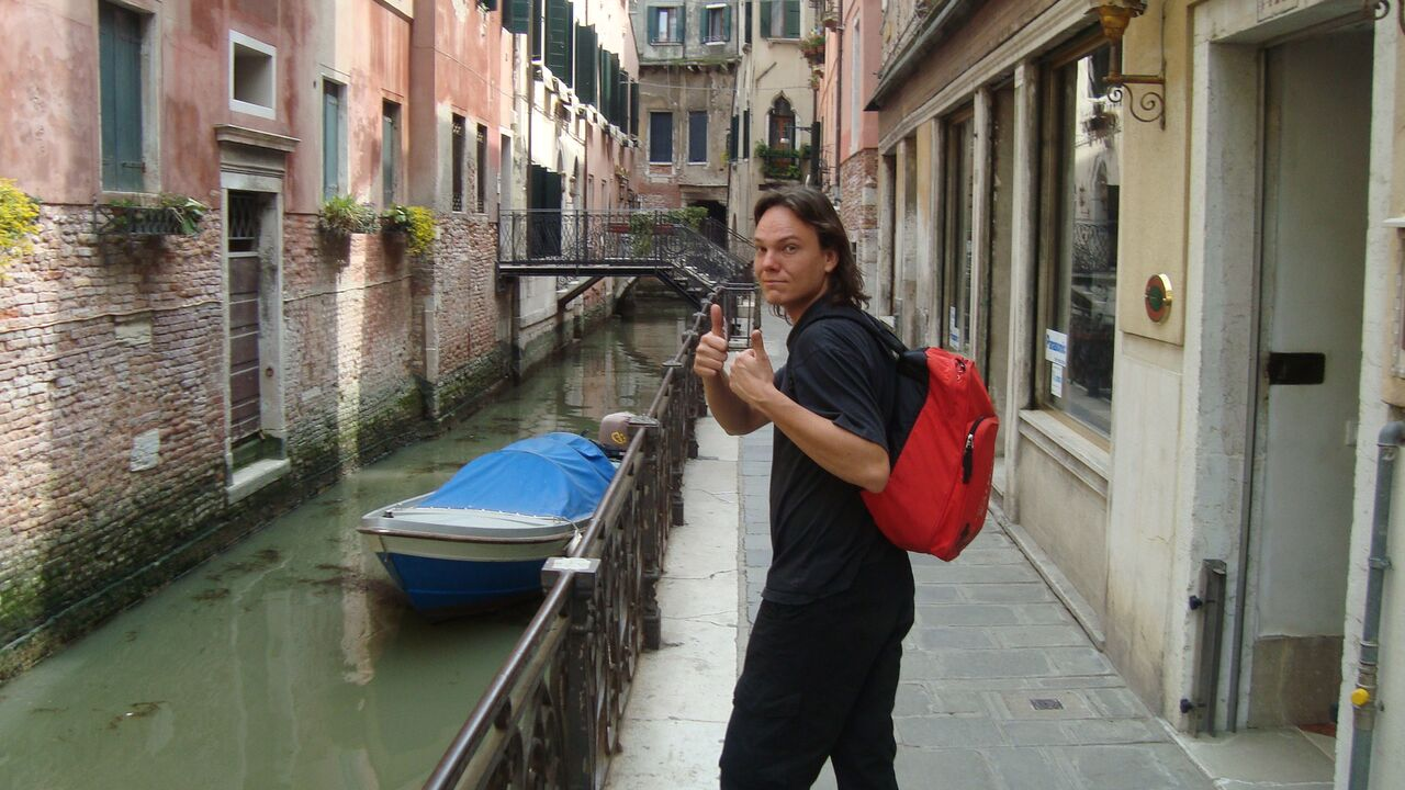 Cestovatel Tomi Astikainen: Chcete-li cestovat bez peněz, zbavte se strachu