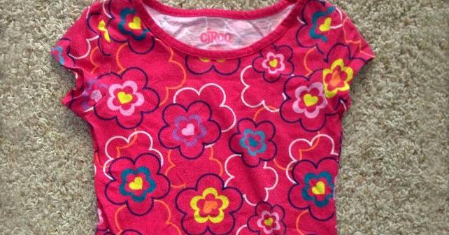 Lidé poslali autistické dívce 157 kusů jejího oblíbeného trička