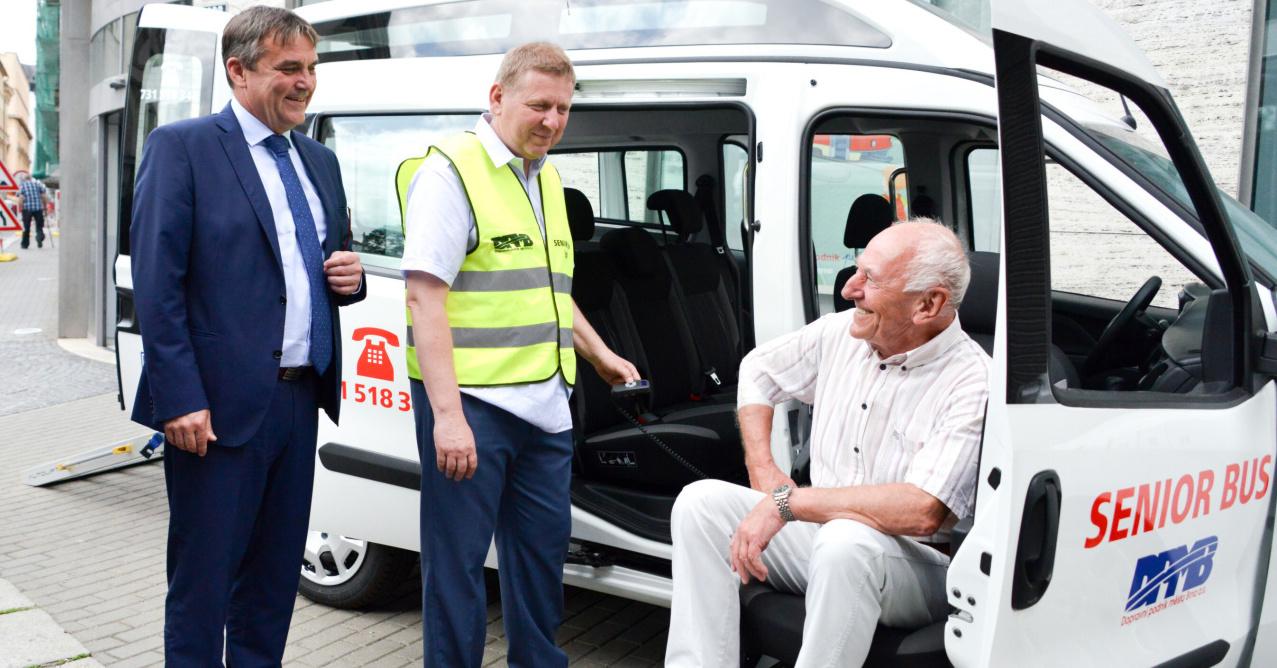 Senior bus v Brně si klienti oblíbili. Od ledna přibude další vůz