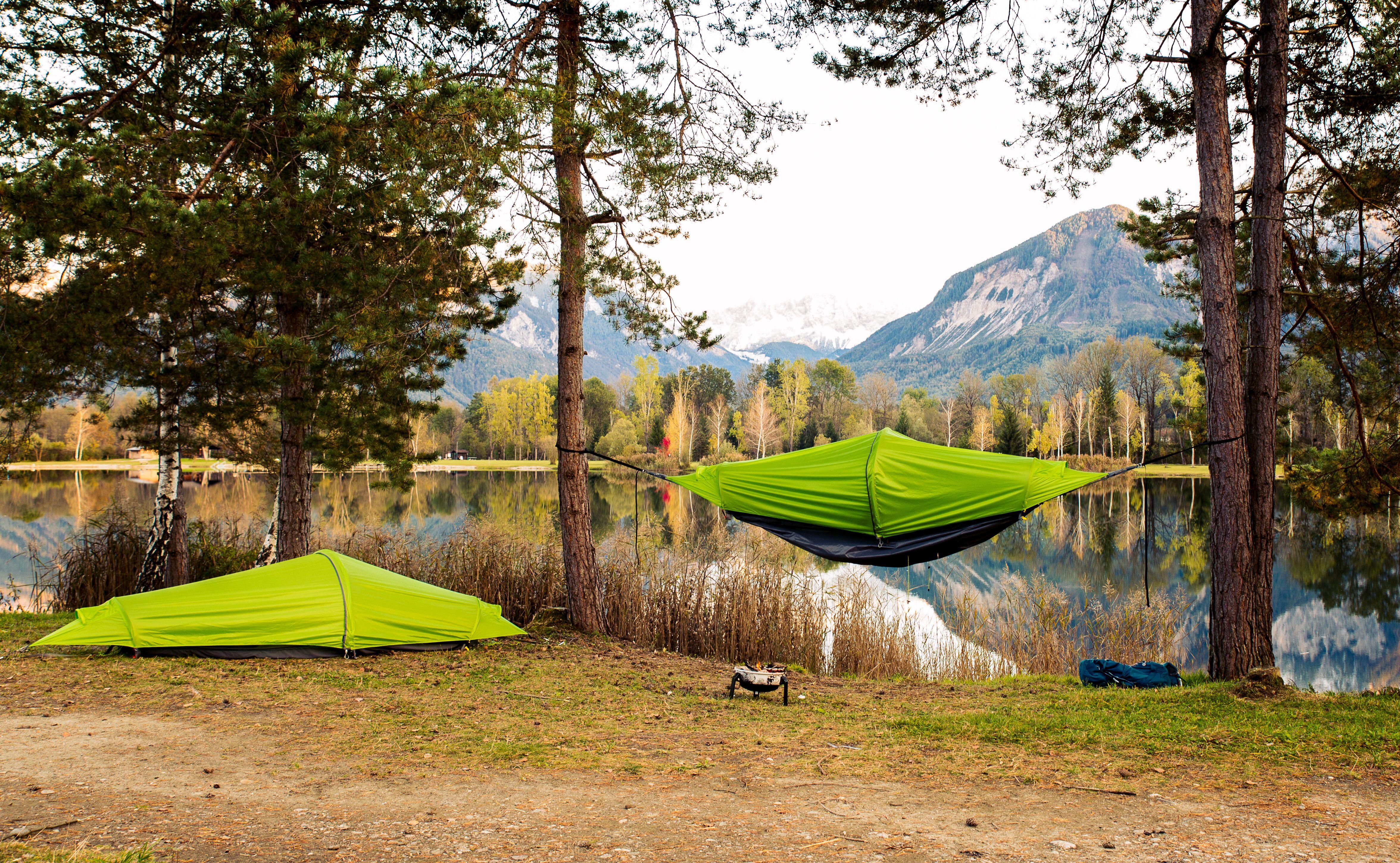 Rakouští cestovatelé vytvořili stan, houpací síť a pláštěnku v jednom