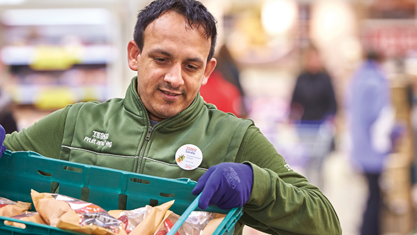 Tesco se zavázalo darovat potravinové přebytky potřebným