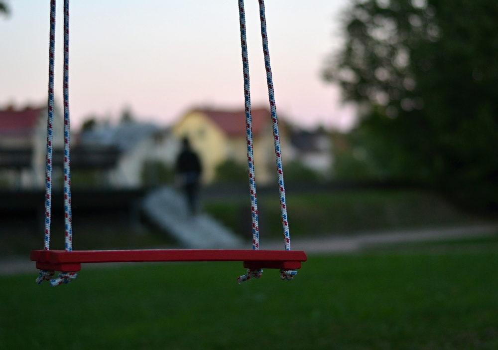 Veřejný prostor napříč Českem nově oživují desítky houpaček