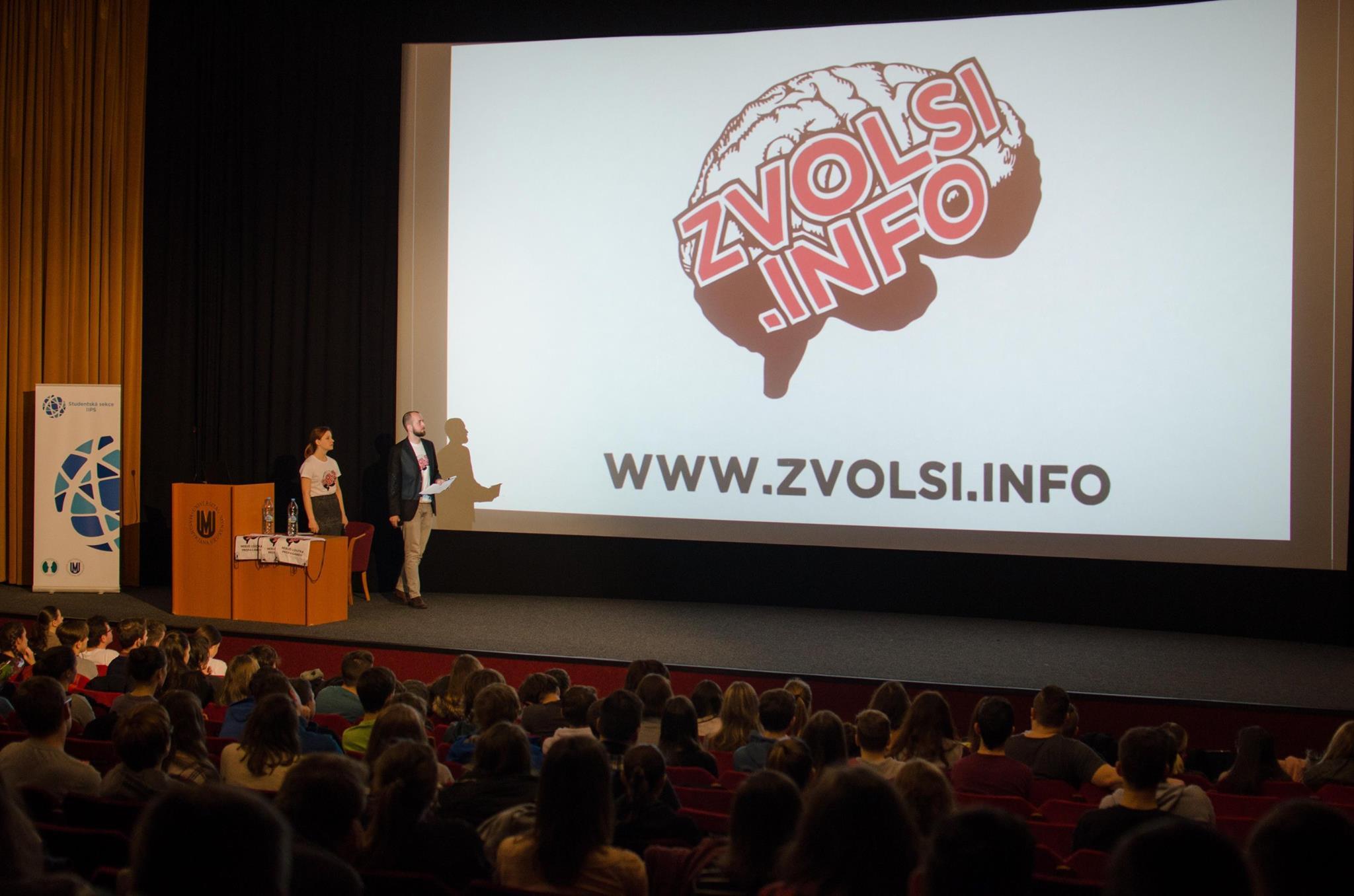 Zvol si info a nebuď loutka propagandy. Studenti radí středoškolákům, jak čelit dezinformacím
