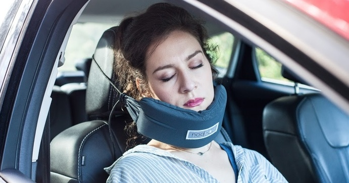 Speciální polštář a deka zajistí pohodlný spánek na cestách