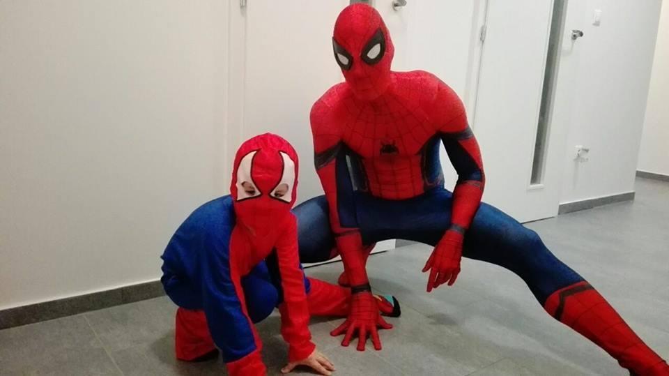 Superhrdinové na počkání. Olomoučtí studenti dělají radost nemocným dětem