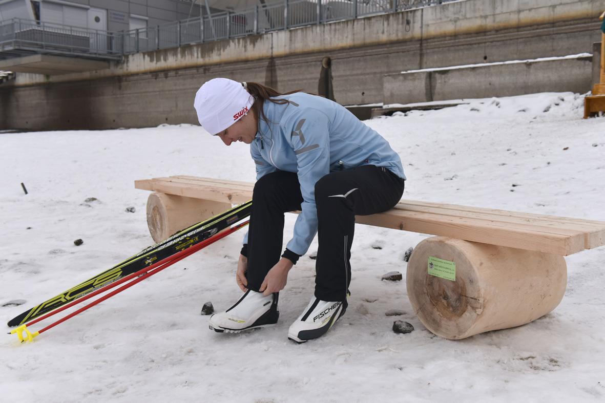 U brněnské přehrady přibyly dočasné lavičky pro zimní sportovce