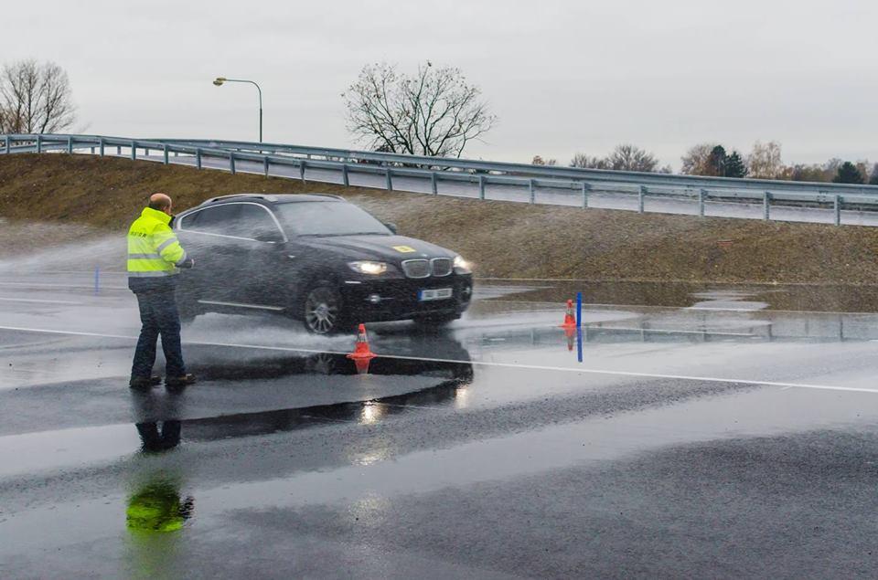 V Hradci Králové vyrostl pro řidiče už šestý trenažér jízdy autem