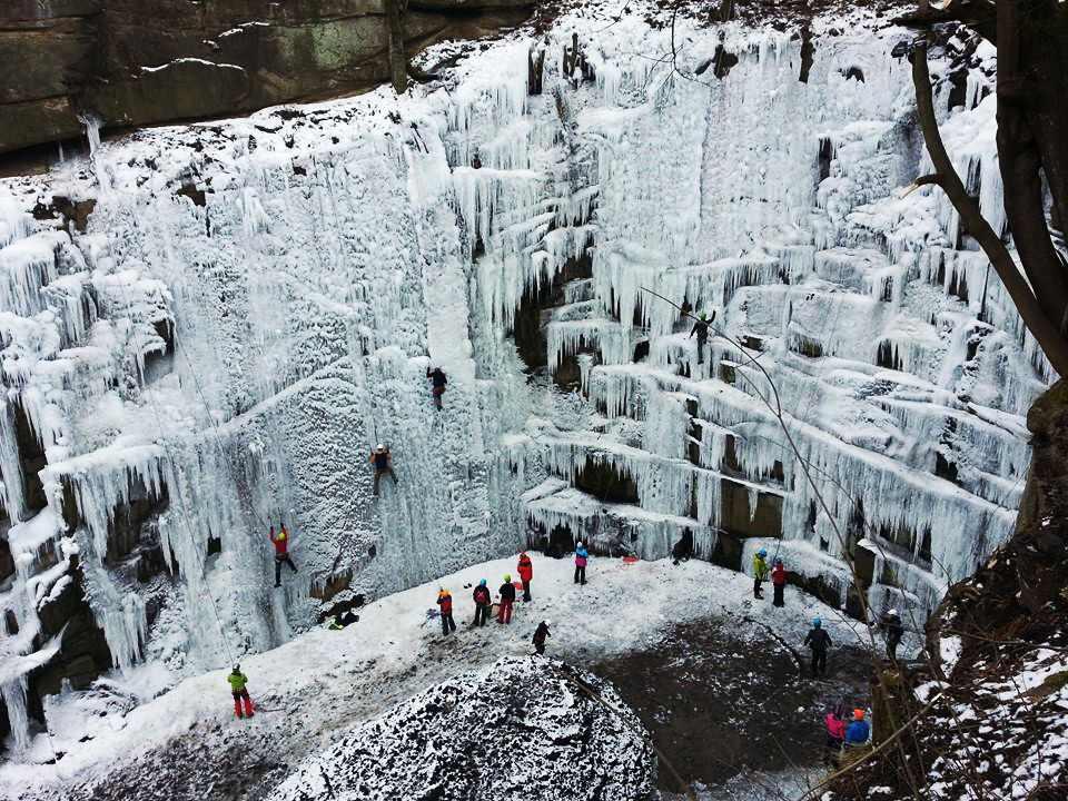 V Liberci mohou zájemci využít k lezení unikátní ledovou stěnu