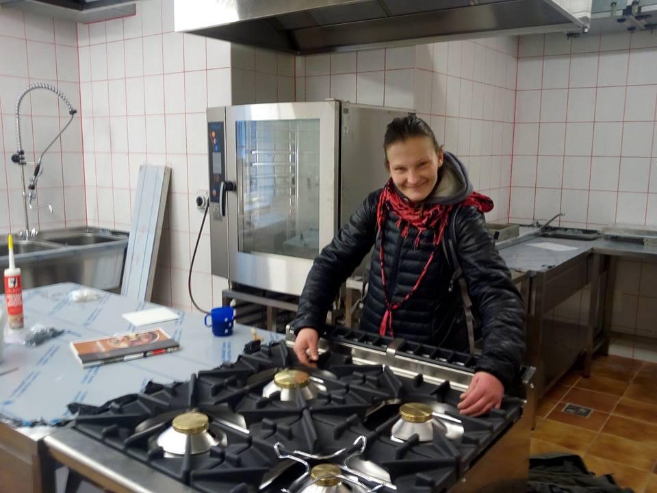 Na pražském Smíchově vaří v novém veganském bistru ženy bez domova