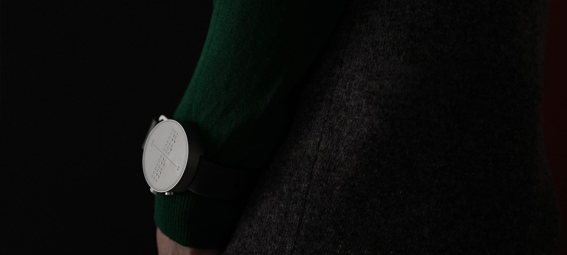 Hodinky Dot pro zrakově postižené umožňují číst čas i komunikovat